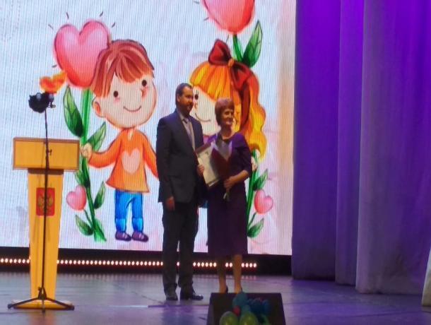 Многодетная мать из Волгодонска получила поощрение губернатора в размере 50 000 рублей