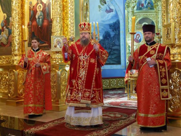 Епископ Волгодонский и Сальский провёл Пасхальное богослужение