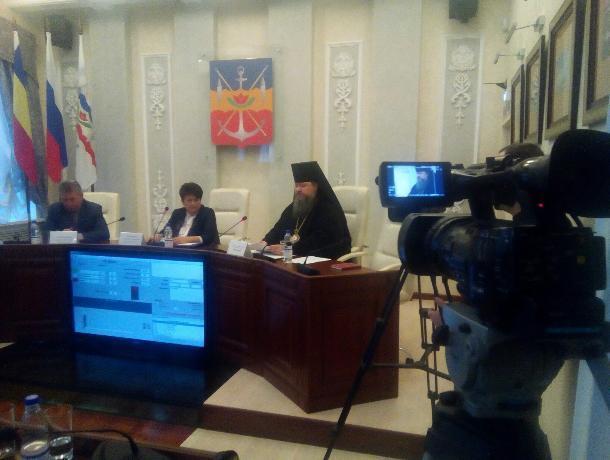 «Революционное» заседание Думы Волгодонска закончилось требованием снизить зарплаты «зажиточным» депутатам