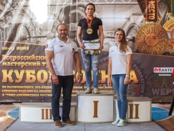 Волгодончанке Ольге Прохоренко вручили удостоверение мастера спорта международного класса