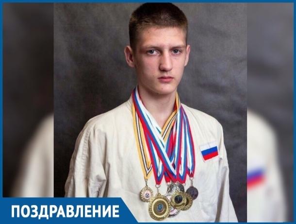Чемпион мира по рукопашному бою Александр Бобырев отмечает День рождения