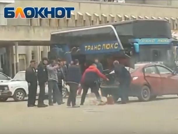 На вокзале Волгодонска в автомобиле прогремел взрыв