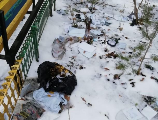 Десяток разграбленных посылок волгодонцев были обнаружены во дворе МКД