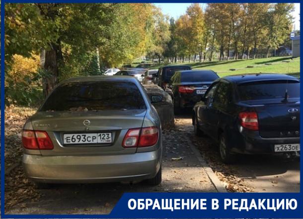 Жители дворов на Степной мучаются от огромного количества учащихся института МВД: волгодонцы