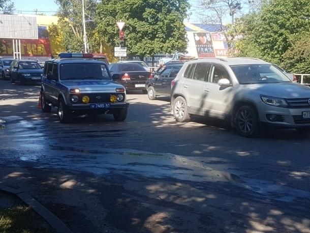 Водитель Киа сбил женщину на пешеходном переходе по улице 30 лет Победы