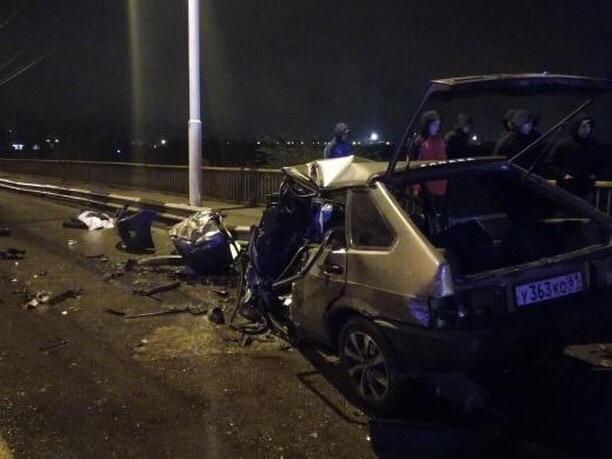 В ночной аварии на мосту погиб 32-летний мужчина и 45-летняя женщина
