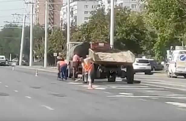 Ямы в Волгодонске заделывают по новым технологиям