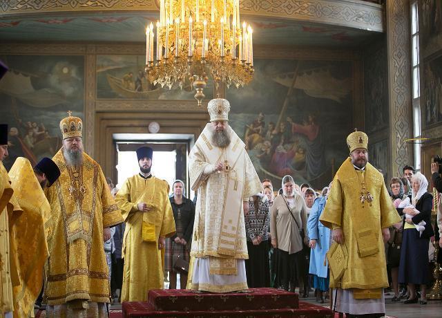 Епископ Волгодонской и Сальский Корнилий совершил Божественную литургию в Преполовенском храме в городе Ростов-на Дону