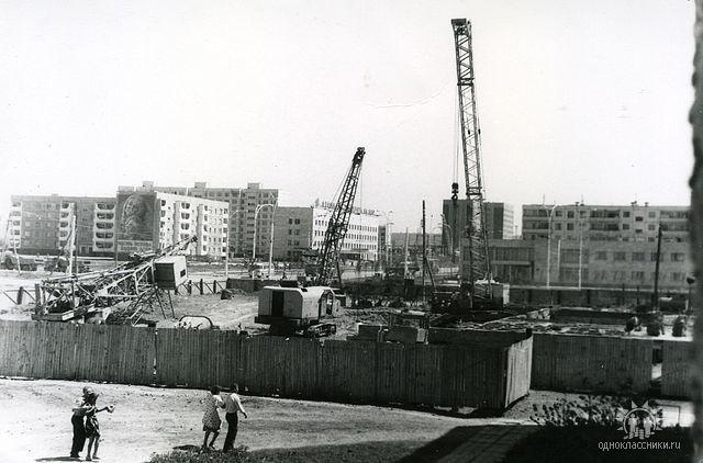 Волгодонск прежде и теперь: строящийся кинотеатр «Комсомолец»