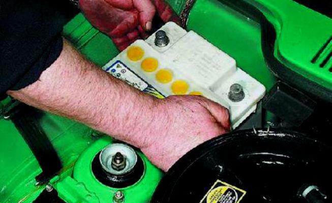Два друга украли аккумулятор из ВАЗа, припаркованного на Степной в Волгодонске