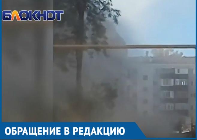 На улице Горького дорожники подняли пылевые облака до уровня пятиэтажки