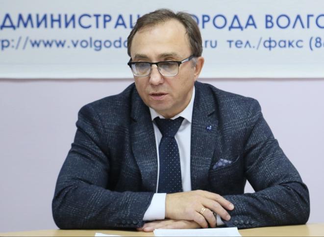 Главврач больницы №1 Владимир Бачинский сменил один «БМВ» на другой