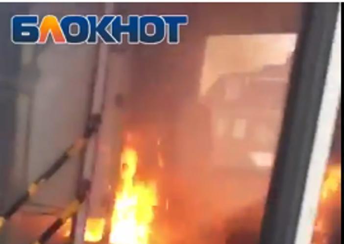 Полыхающие сидения в автобусе №22 Волгодонска сняли на видео веселые пассажиры