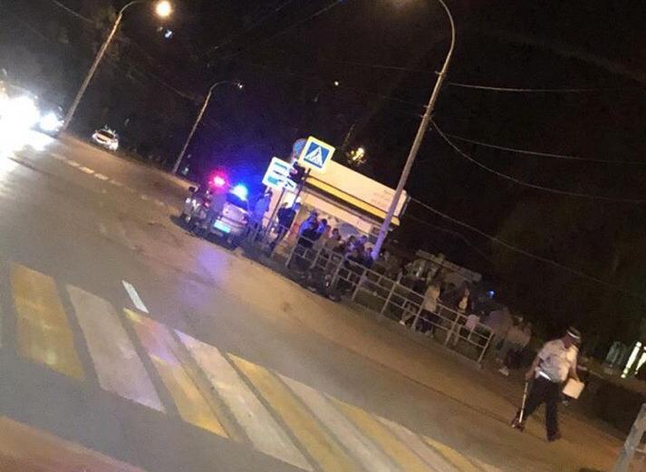 Скутерист перевернулся на перекрестке в Волгодонске