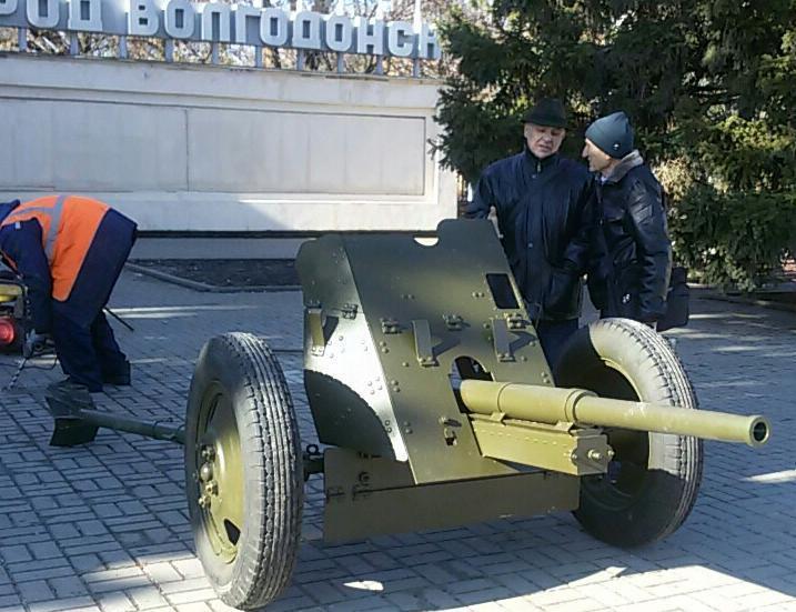 Новая достопримечательность в виде противотанковой пушки появилась в Волгодонске