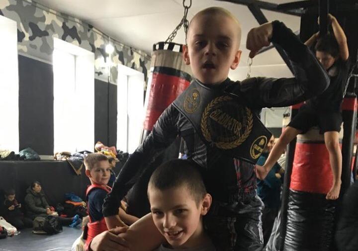 Восьмилетний Данил Мельниченко стал первым обладателем чемпионского пояса ММА среди детей в Волгодонске