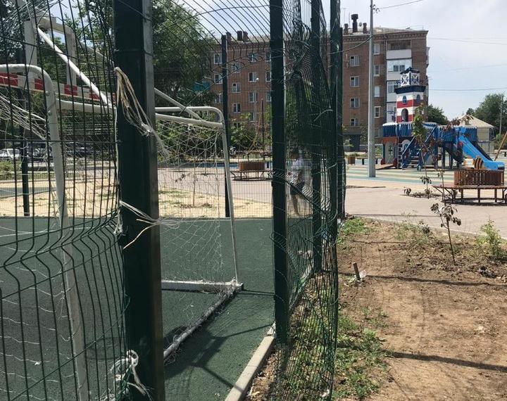 Двор по комфортной городской среде в Волгодонске пришел в негодность всего за два месяца