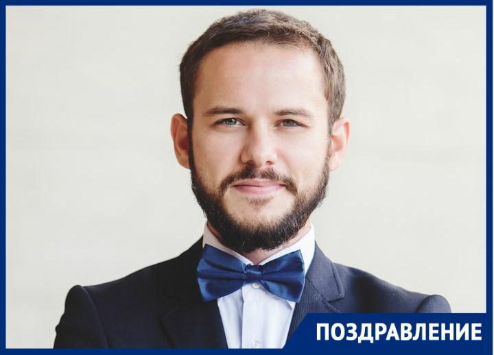 Музыкант и ведущий Дмитрий Хухлаев отмечает День рождения