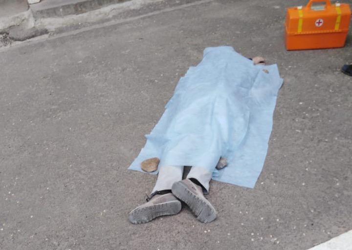 Мужчину нашли мертвым возле дома на Западном в Волгодонске