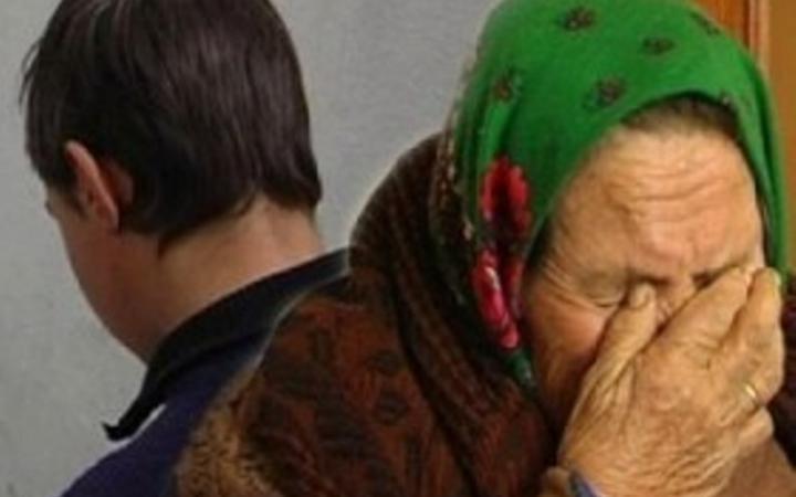 20-летний парень заставил 77-летнюю пенсионерку заняться с ним оральным сексом
