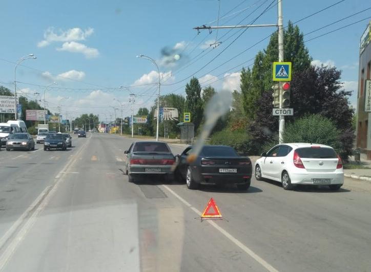При перестроении водитель ВАЗа ударил «Шевроле Камаро» в Волгодонске