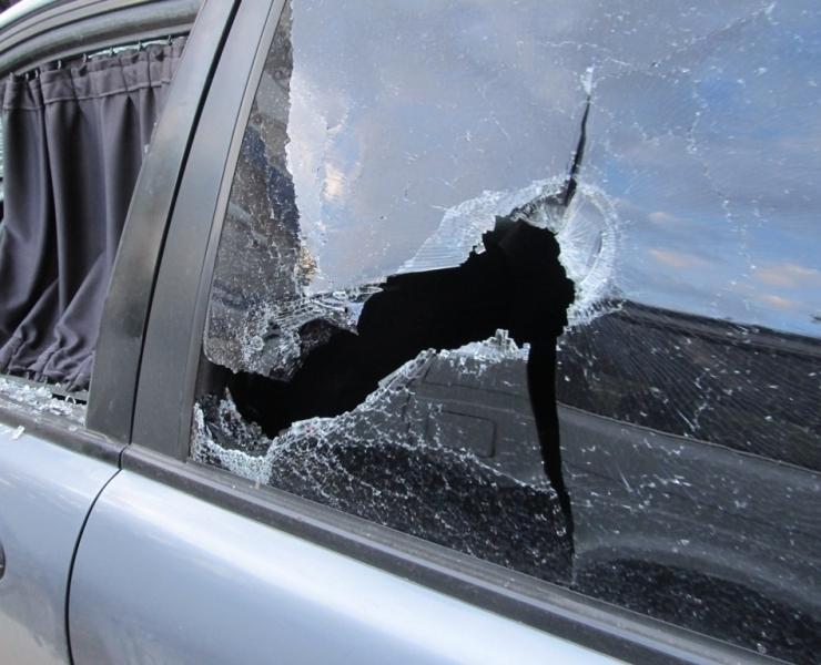 Волгодонец битой и молотком разбил чужую машину за то, что его подрезал водитель