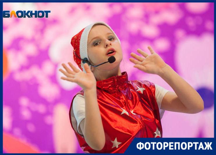«Пой с нами!»: В ДК имени Курчатова состоялся отчетный концерт театра эстрадной песни «Элита»
