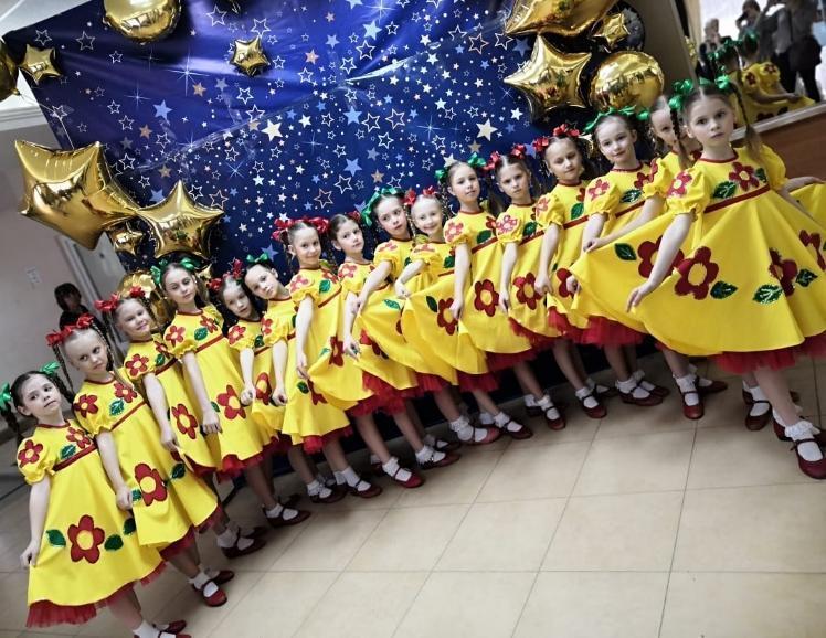 Россыпь дипломов различного достоинства привезли коллективы ДК «Октябрь» из Азова