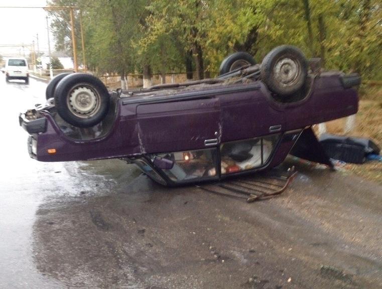 Автомобиль с16-летним подростком перевернулся наДону