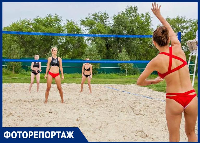 «Красная машина» или «Черная молния»: Как прошла первая игра Кубка по женскому пляжному волейболу