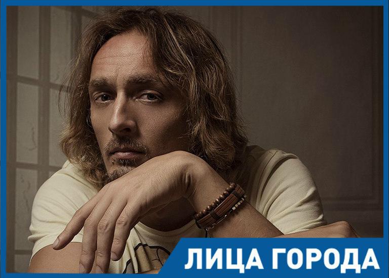 Возможно, весной Волгодонск увидит уличный спектакль «Шагай», - Владимир Реннер