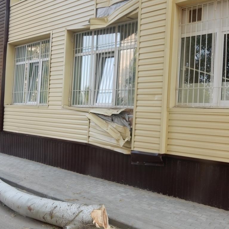 В Волгодонске испорченный фасад здания детской инфекционной больницы обещают восстановить к концу месяца