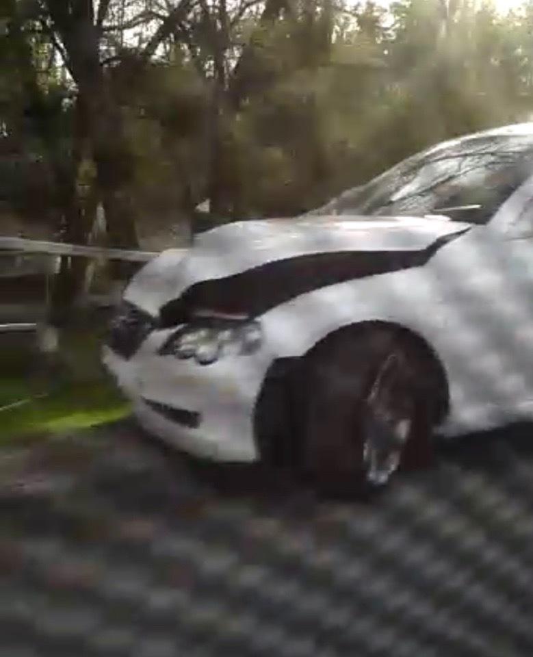 Водитель «Тойоты» снес ограждение на Морской в Волгодонске
