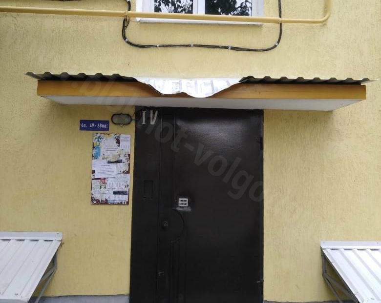 Волгодонец выпал из окна пятого этажа на улице Степной