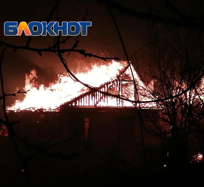 Дачный дом сгорел в садовом товариществе «Строитель» в Волгодонске