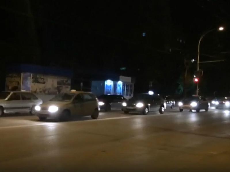 Несколько десятков сигналящих таксистов проехали по центру Волгодонска