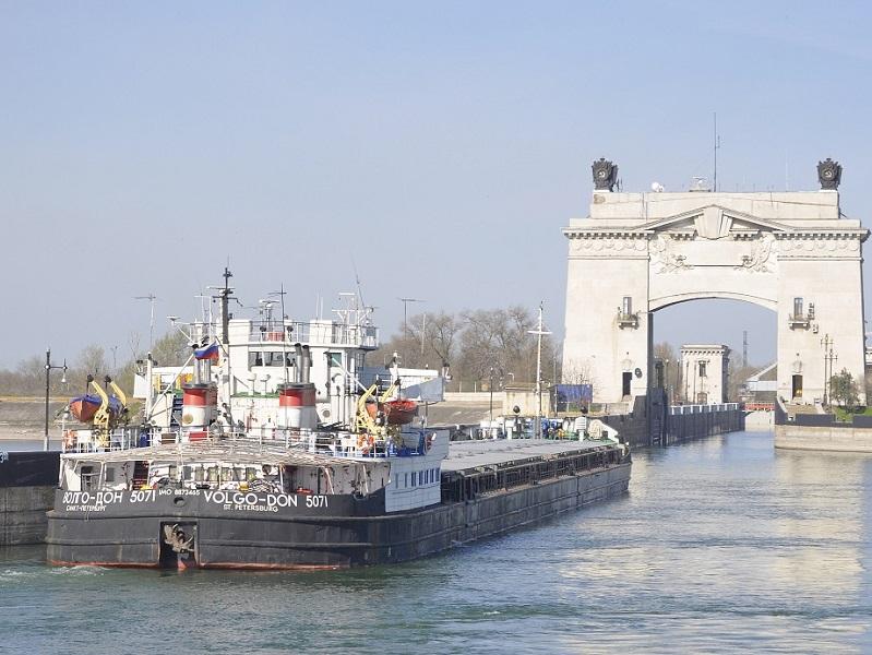 Объем перевозки грузов по Дону через Волгодонск приближается к полумиллиону тонн