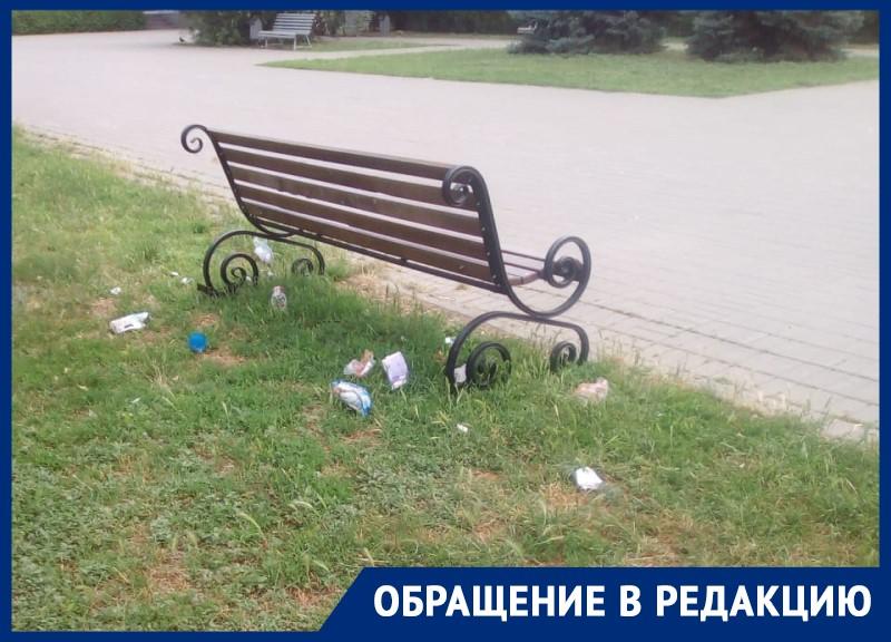 Отсутствие урн на площади Курчатова возмутило волгодонцев