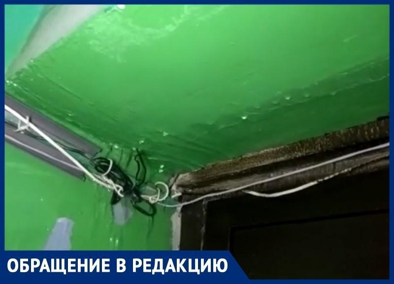 Сильный ливневый дождь затопил подъезд многоквартирного дома на Маршала Кошевого