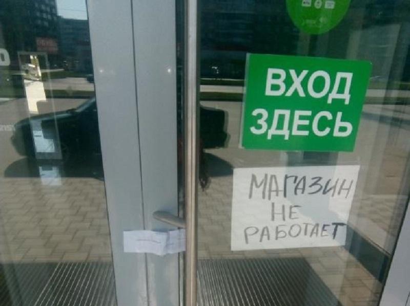 Один из крупных магазинов одежды и обуви Волгодонска опечатали судебные приставы