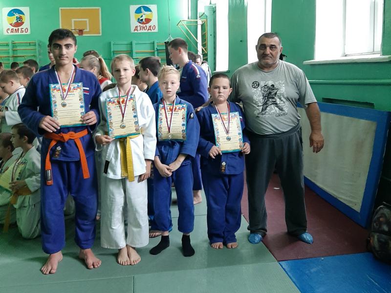 Волгодонские спортсмены вернулись с победами с открытого турнира по дзюдо