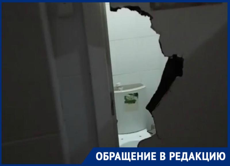 «Как в фильме ужасов»: волгодончанка о состоянии туалета в гипермаркете