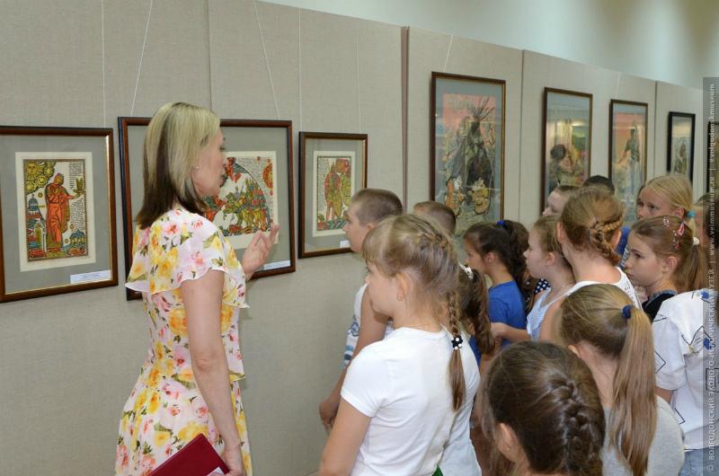В волгодонском эколого-историческом музее состоялось открытие яркой выставки «Небылицы в лицах»