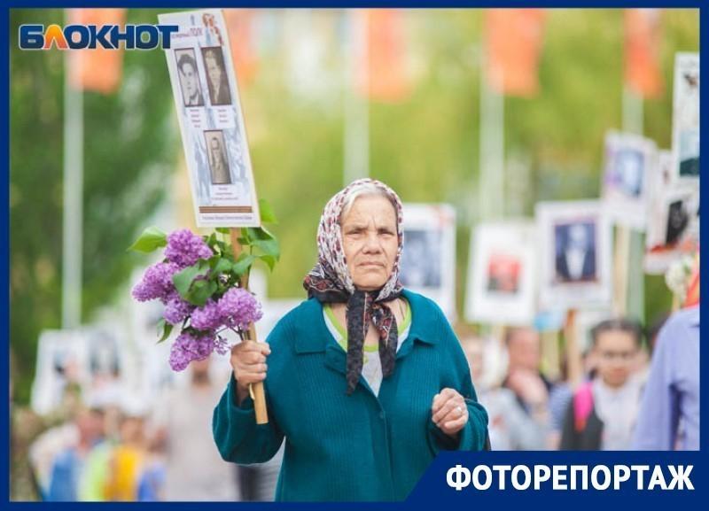 «Найди себя на фото»: фоторепортаж с «Бессмертного полка» в Волгодонске