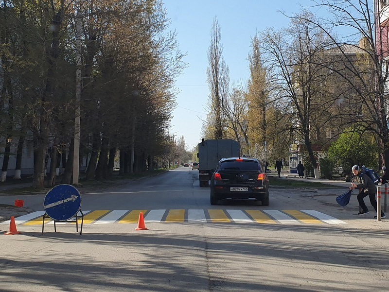 В Волгодонске начали обновлять пешеходные переходы