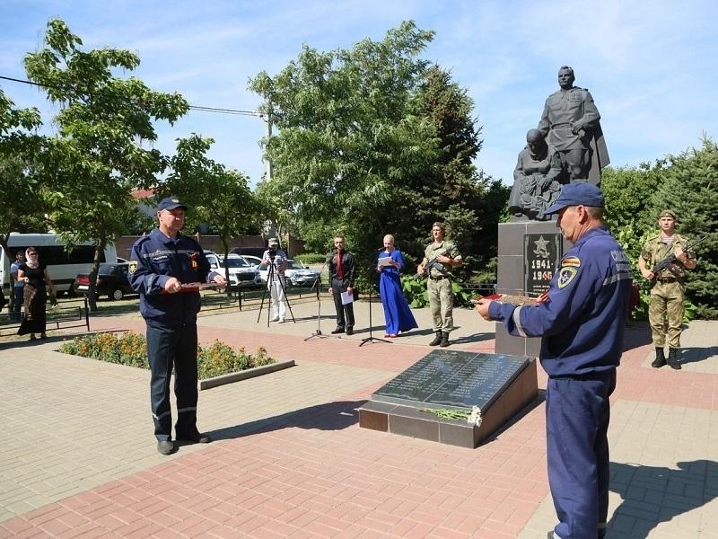 Землю с братских могил Волгодонска отправили в главный храм Вооруженных сил