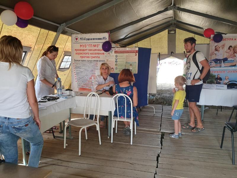 572 гостя фестиваля «Великий шелковый путь», пользуясь случаем, привились от гриппа