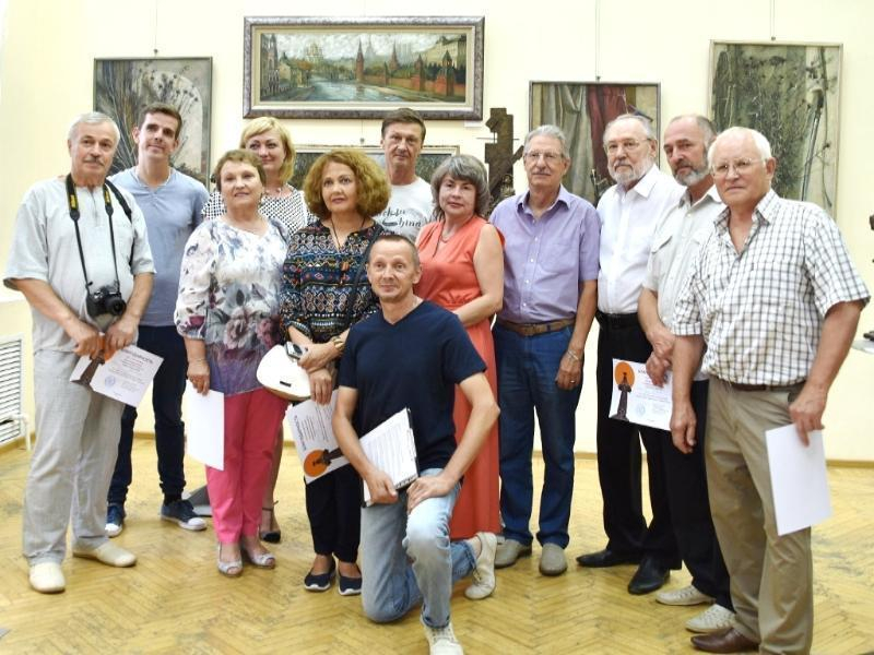 Волгодонские художники презентовали в Ростове выставку «Восточный ветер»