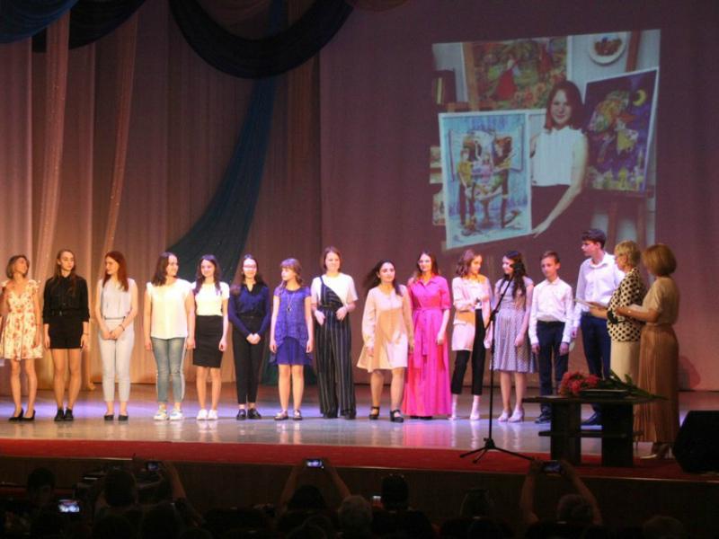 Свыше 60 выпускников художественной школы получили свои дипломы