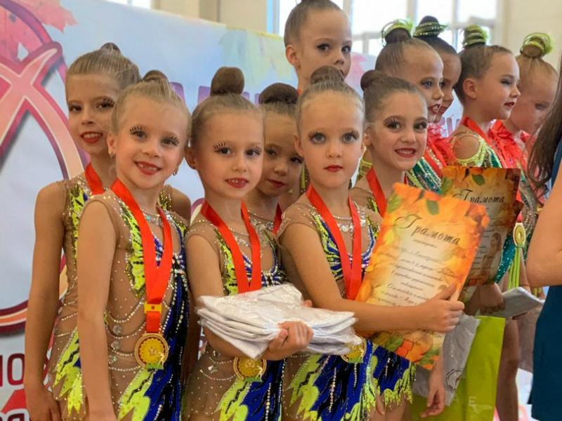 Россыпь наград завоевали волгодонские гимнастки в соревнованиях по художественной гимнастике